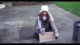 A hajléktalan csajszi és az öreg faszi