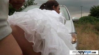 A hoppon maradt menyasszony és az idegen