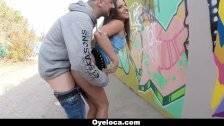 Megbassza a magyar lányt az utcán