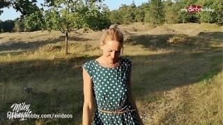 A német milf imád a szabadban kefélni