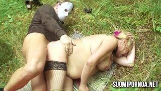 A dundi asszony és a maszkos csávó a természetben