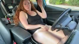 Maszti a kocsiban